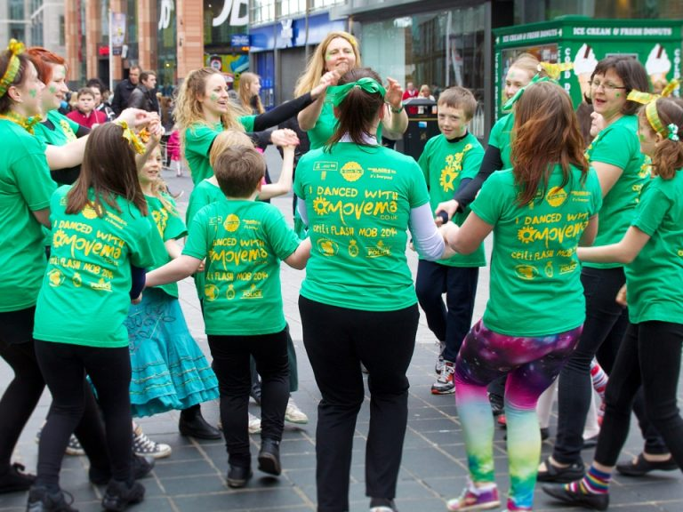 Movema leading a street ceili