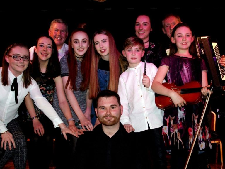Image features young players from Liverpool Comhaltas